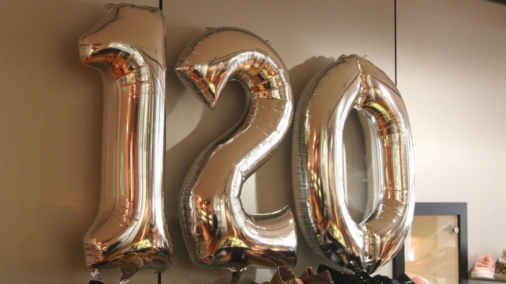 Ballons in Form einer 120